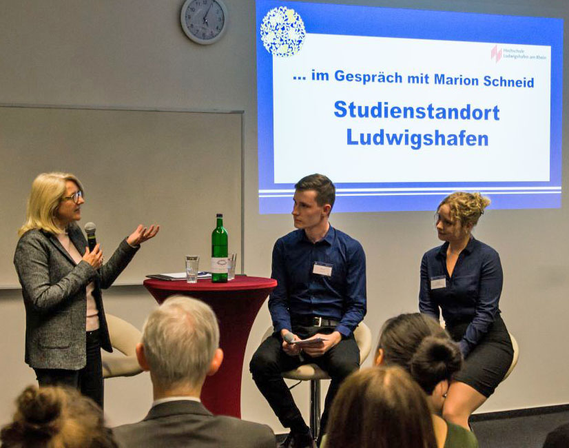 Diskussion mit Marion Schneid